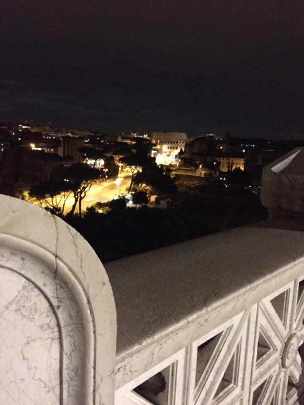Veduta del Colosseo dalla terrazza del Vittoriano 2. Mostra Armenia. Foto Safarik Art Magazine