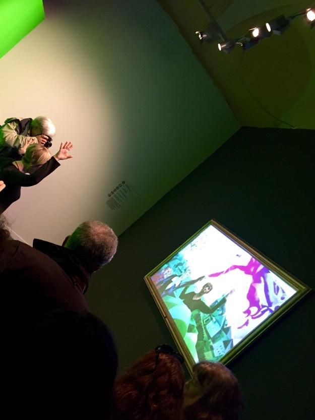 """Mostra Chagall, Love and Life, a Roma al Chiostro del Bramante. Installazione interattiva. """"Entra nel quadro e partecipa alla felicità di Bella e Marc""""."""