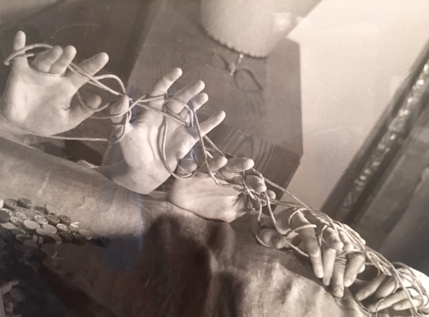 Vaclav Zykm - Milos Koreceki, Hands with String, Action from Group Ra, 1944-45, fotografia. Foto Safarik Art Magazine