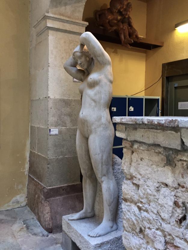 "Luisa Granero (Barcellona, 1924-2012), ""Mediterranea"" (1990), pietra, cm. 210x50x30. Barcellona, MEAM, Museo Europeo d'Arte Moderna. Foto Safarik Art Magazine"