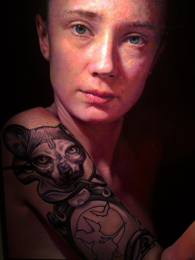 "Anna Wypych (Polonia, n. 1986), ""Selportrait with tatoo"" (2013), olio su tela, Barcellona, MEAM, Museo Europeo d'Arte Moderna. Foto SAM"