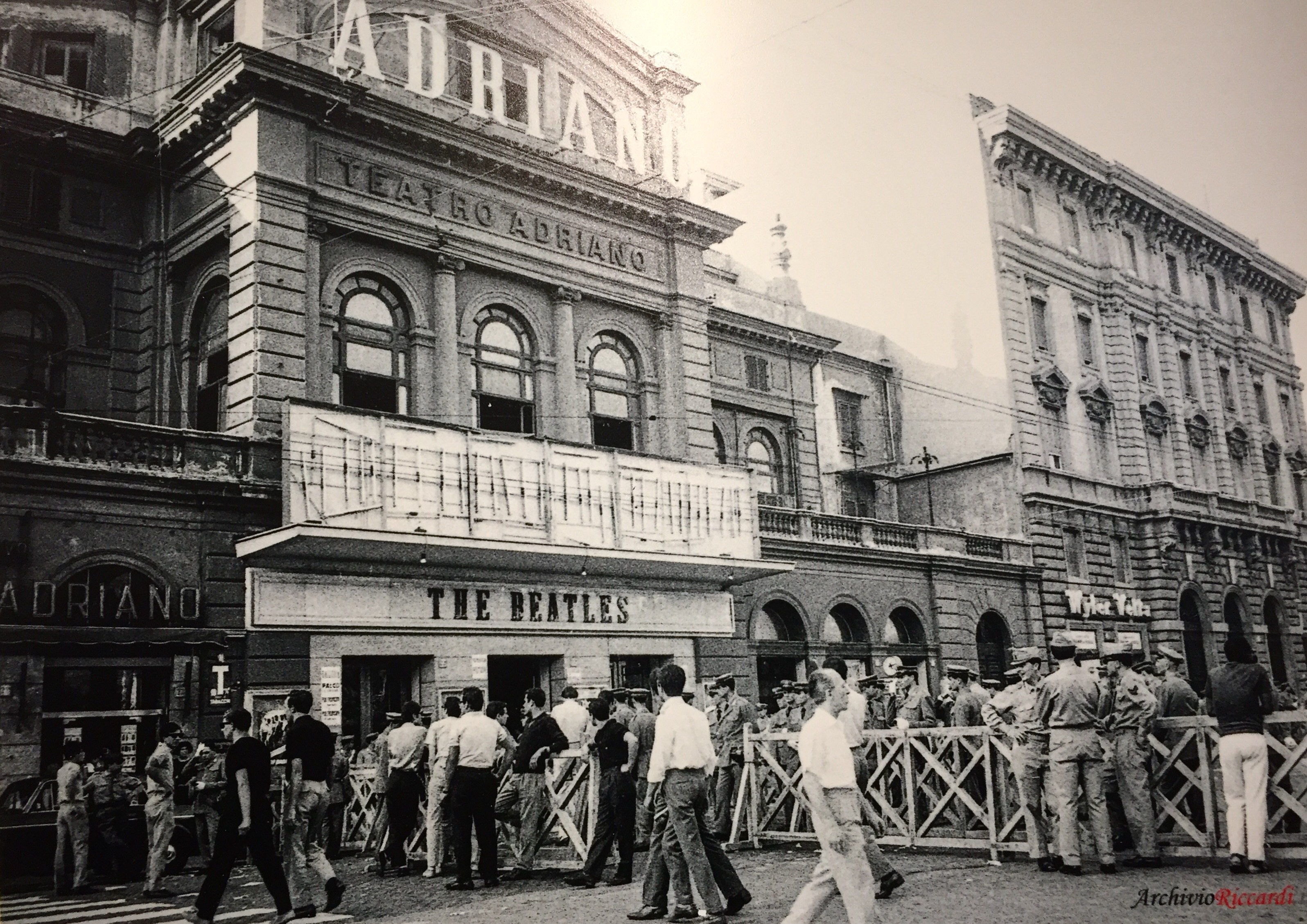 1965: The Beatles in Rome (Teatro Adriano). Fotografia di Carlo Riccardi in Archivio Riccardi