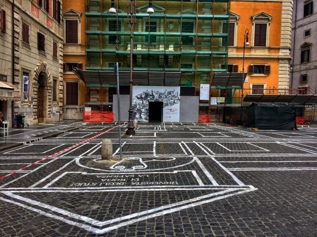 Disegno architettonico su Piazza Borghese a Roma. Foto Safarik Art Magazine