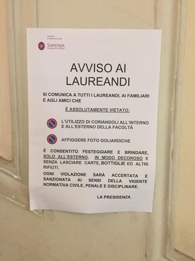 Avviso ai Laureandi. Facoltà di Architettura de La Sapienza di Roma. Foto Safarik Art Magazine