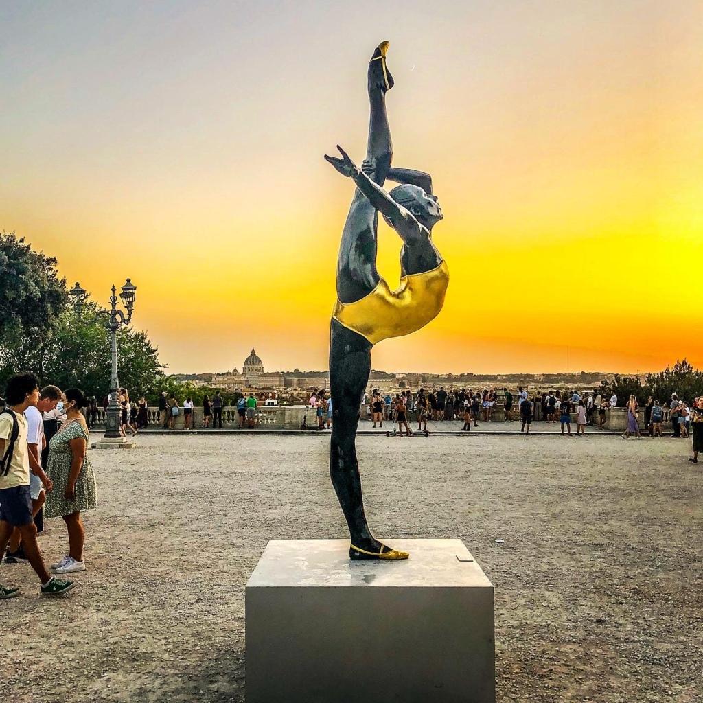 Carole A. Feuerman, Strength, Roma, Terrazza del Pincio, scultura